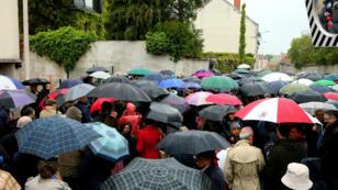 Quelque 200 personnes ont manifesté devant l'hôpital Sébastopol de Reims, dimanche 19 mai.