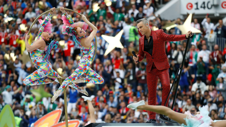 El espectáculo principal de la inauguración estuvo a cargo del cantante británico Robbie Williams.
