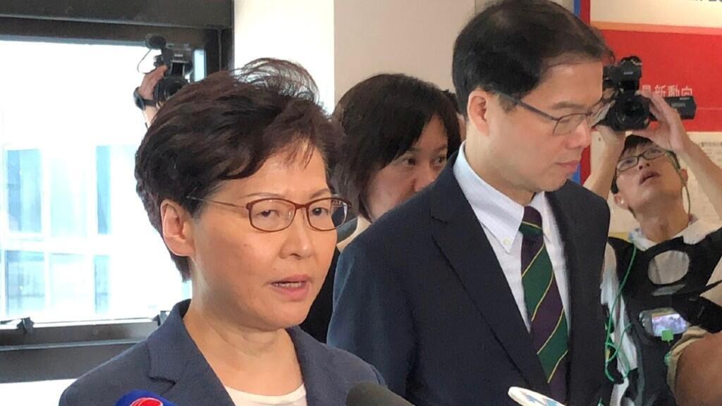 Carrie Lam comparece en rueda de prensa para justificar la actuación de la policía el pasado domingo 14 de julio.