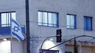 آثار إطلاق الرصاص على السفارة الإسرائيلية في أثينا في 12 كانون الأول/ديسمبر 2014