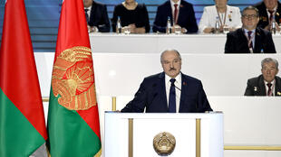 """الرئيس البيلاروسي ألكسندر لوكاشنكو يلقي كلمة أمام مؤتمر""""الجمعية الشعبية لعموم بيلاروس"""" في مينسك في 11 شباط/فبراير 2021"""