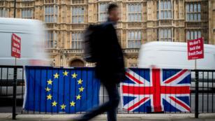 Les députés britanniques doivent une nouvelle fois s'exprimer, mardi 12 mars, sur l'accord de Brexit conclu entre Theresa May et Bruxelles.