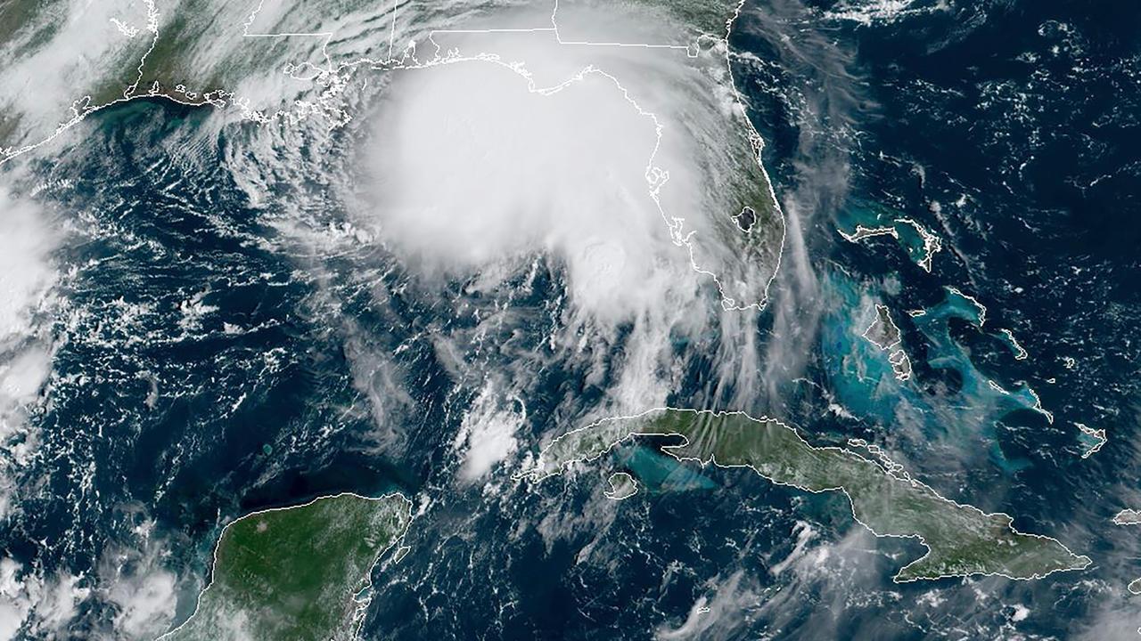 """الإعصار سالي فوق خليج المكسيك في صورة التقطتها القمر الاصطناعي """"راممب/نوا"""" في 14 سبتمبر/أيلول 2020."""