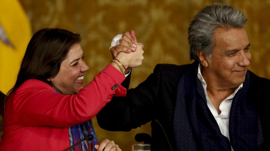 """El presidente Lenín Moreno celebra en conjunto con la vicepresidenta María Alejandra Vicuña el triunfo del """"Sí"""" en la consulta popular desarrollada el domingo 4 de febrero en Ecuador"""