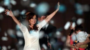 La présidente sortante, Cristina Kirchner, a fait ses adieux devant des milliers de partisans rassemblés devant le palais présidentiel à Bueno Aires, le 9 décembre 2015.