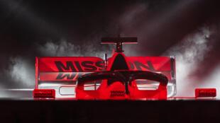 """سيارة فيراري لبطولة العالم للفرومولا واحد 2019 وقد حملت على جناحها الخلفي شعار """"ميشن مينو""""، في صورة مؤرخة 15 شباط/فبراير 2019."""