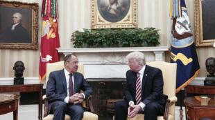 Les discussions lors de la rencontre entre Donald Trump et le ministre russe des Affaires étrangères, Sergueï Lavrov, à la Maison Blanche ont fait couler beaucoup d'encre.