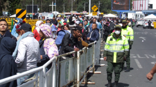 Cientos de migrantes venezolanos llegaron al Puente de Rumichaca este domingo, en la frontera entre Colombia y Ecuador. 24 de agosto de 2019.