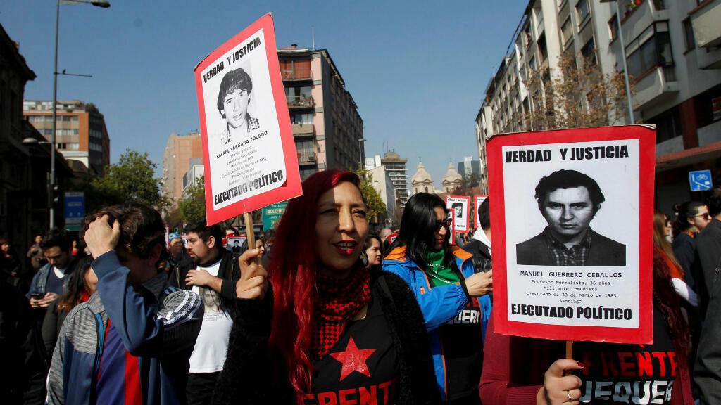 Manifestantes se dirigen al Cementerio General de Santiago de Chile el pasado 7 de septiembre de 2019 para homenajear a los desaparecidos durante la dictadura del general Augusto Pinochet
