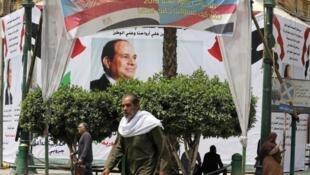 صورة الرئيس المصري عبد الفتاح السيسي في أحد شوارع القاهرة. نيسان/أبريل 2019.