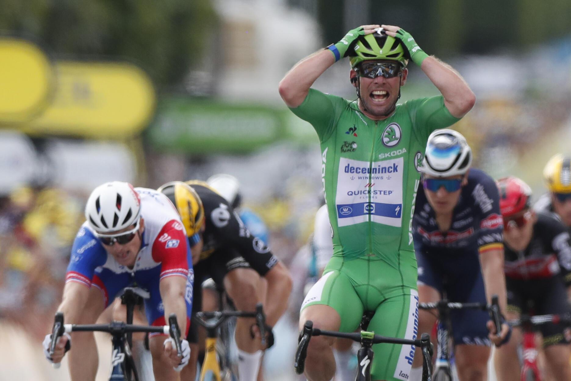 La joie du Britannique Mark Cavendish, vainqueur au sprint de la 6e étape du Tour de France, disputée entre Tours et Châteauroux, le 1er juillet 2021