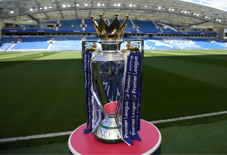 Vista del trofeo de campeón que otorga la Premier League inglesa, que podría reanudar su temporada 2019/2020 en junio, bajo los lineamientos dictados por el Gobierno británico.