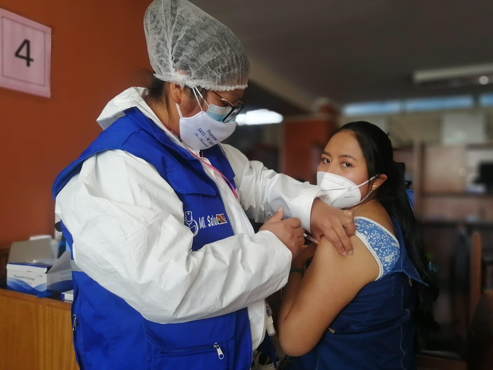 Vacunación de jóvenes en Bolivia