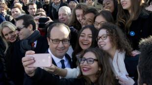 Bain de foule de François Hollande lors de la commémoration du 11 novembre 2014 à l'Arc de Triomphe