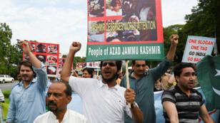 Des manifestants du Cachemire au Pakistan, le 7 août 2019.