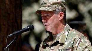قائد قوة حلف شمال الأطلسي الجنرال الأمريكي سكوت ميلر