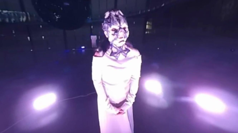 Björk a donné un concert en live stream en réalité virtuelle sur YouTube.