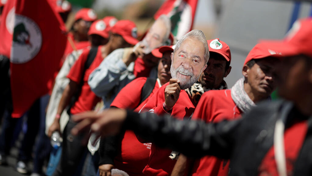 Partidarios del expresidente Luiz Inácio Lula da Silva marchan durante una manifestación para pedir su liberación en Brasilia, Brasil, el 14 de agosto de 2018.