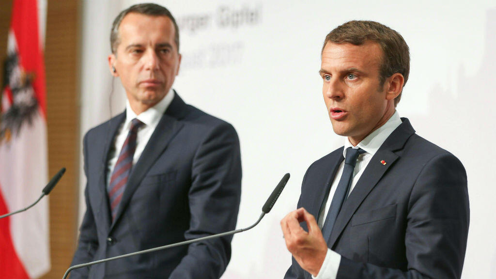 Emmanuel Macron aux côtés du chancellier autrichien, Christian Kern, le 23 août 2017.