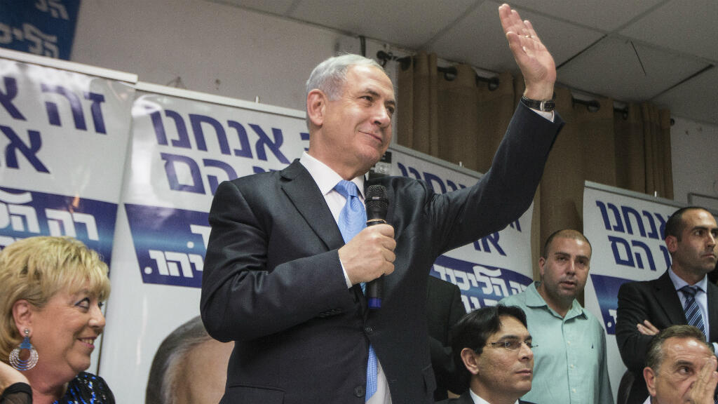 Israeli Prime Minister Benjamin Netanyahu waves to supporters during a campaign meeting with members of Israel's French Jewish community on March 10, 2015, in the Israeli city of Netanya.
