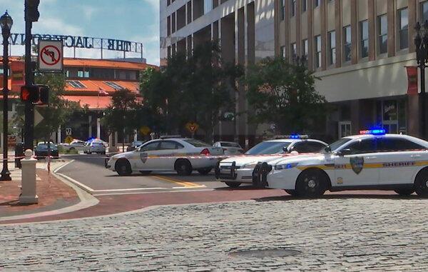 La police a bouclé les lieux de la fusillade à Jacksonville, en Floride.