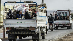 Des Syriens ont fui la ville de Ras al-Aïn, dans le nord-est de la Syrie, à la frontière turque, le 19 octobre.