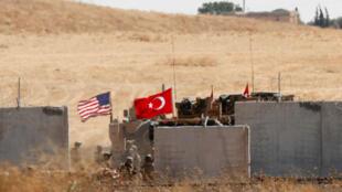 Tropas turcas y estadounidenses regresan de una patrulla conjunta entre Estados Unidos y Turquía en el norte de Siria, como se muestra cerca de la ciudad turca de Akcakale, Turquía, el 8 de septiembre de 2019.