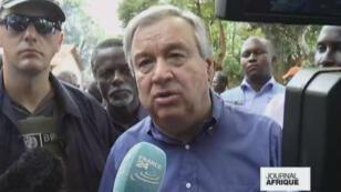 Le secrétaire général de l'ONU, Antonio Guterres, s'est rendu à Bangassou, dans le sud-est de la Centrafrique, le 25 octobre 2017.