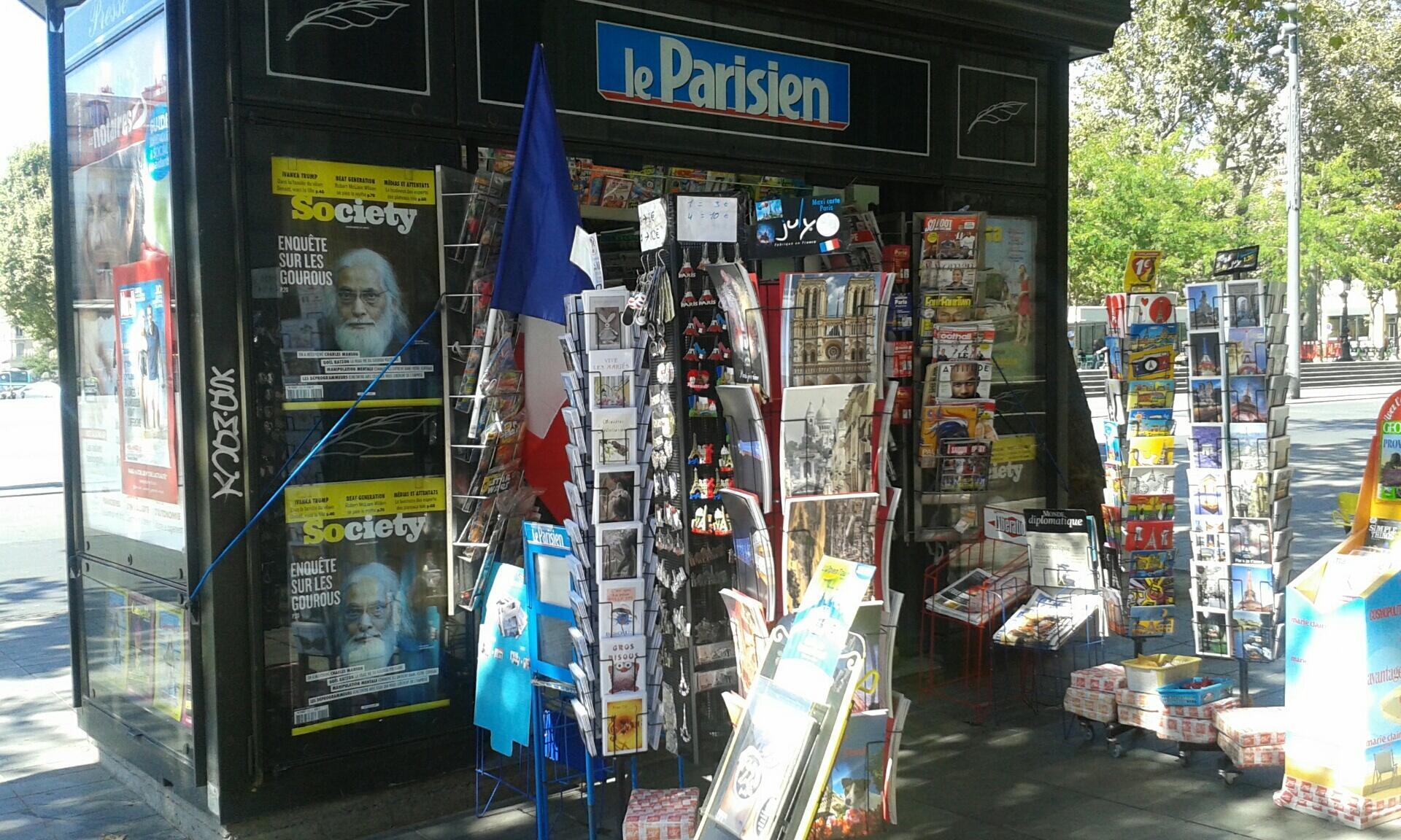 كشك الجرائد بساحة الجمهورية بباريس