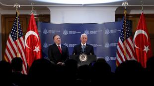 El vicepresidente de Estados Unidos, Mike Pence, habla durante una conferencia de prensa, acompañado del secretario de Estado, Mike Pompeo, en Ankara, Turquía, el 17 de octubre de 2019.