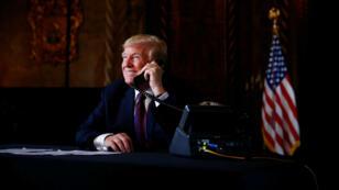 El presidente estadounidense, Donald Trump, habla en videoconferencia con tropas estadounidenses en Afganistán por el día de Acción de Gracias. Palm Beach, 22 de noviembre de 2018.