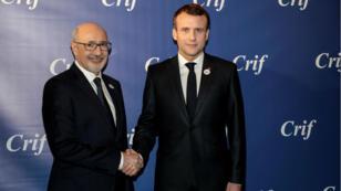 Le président du Conseil des représentants des institutions juives françaises (Crif), Francis Kalifat et Emmanuel Macron au Carrousel du Louvre, le 20 février 2019, à Paris.