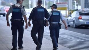 عناصر من الشرطة الأسترالية في دورية عند مطار سيدني بتاريخ 31 تموز/يوليو 2017