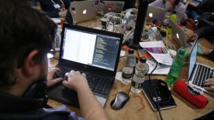 Des codeurs et développeurs lors d'un Hackathon à Londres, en 2015