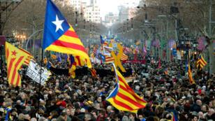 Miles de personas acudieron a una manifestación unitaria de la jornada de huelga general en Cataluña en protesta por el juicio del 'procés' que se celebra en el Tribunal Supremo contra los líderes independentistas. Barcelona, España, el 21 de febrero de 2019.