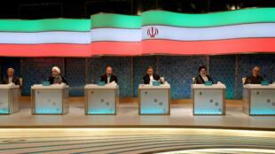 Les candidats à la présidentielle iranienne attendent le début du débat télévisé, le 28 avril, à Téhéran.