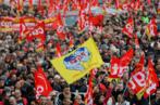 فرنسا: مئات الآلاف من المتظاهرين احتجاجا على نظام التقاعد الجديد في اختبار لسياسة إيمانويل ماكرون