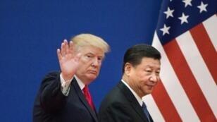 الرئيس الأمريكي دونالد ترامب والصيني شي جينبينغ في بكين. 9 تشرين الثاني/نوفمبر 2017.