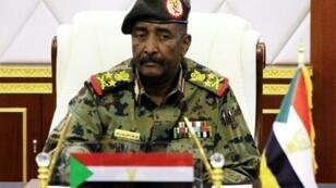 Imagen de archivo del teniente general Abdelfatah al-Burhan, presidente del Consejo Militar de Transición de Sudán.
