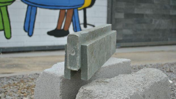 A plastic brick made by Conceptos Plásticos.