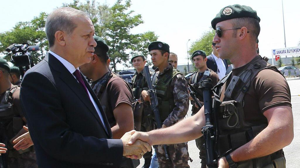 Le président Recep Tayyip Erodgan lors d'une visite dans une caserne des forces spéciales de la police, le 29 juillet.