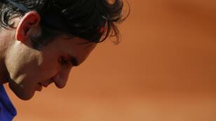 Roger Federer, l'oeil sombre, a quitté Roland-Garros dès les quarts