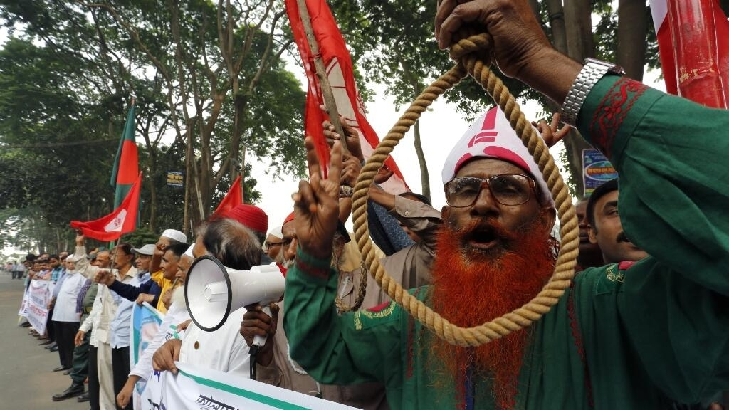Bangladesh hangs two opposition leaders for 1971 war crimes