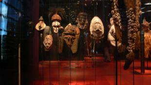 Des masques africains exposés au musée du quai Branly.