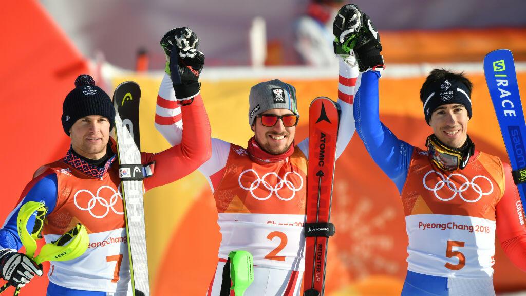 Alexis Pinturault (g) et Victor Muffat-Jeande (d) ont remporté respectivement l'argent et le bronze en combiné, derrière l'Autrchien Marcel Hirscher (c) à Pyeongchang, le 13 février 2018.