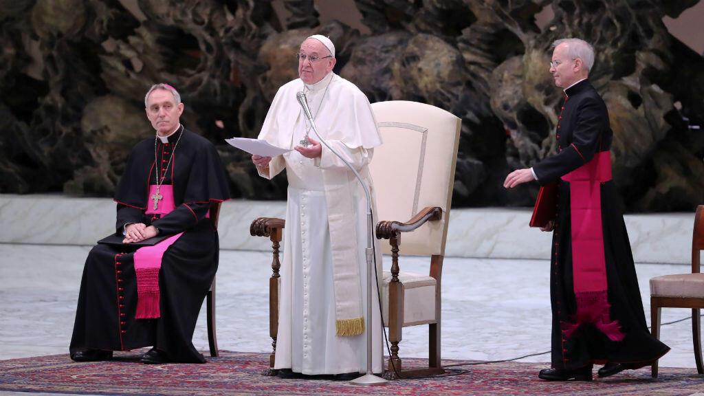 """""""La Iglesia no se cansará de llevar a los abusadores a la Justicia"""", señaló enfáticamente el papa Francisco sobre los abusos sexuales cometidos por el clero, durante su discurso navideño, a los trabajadores del Vaticano en el salón Pablo VI, el 21 de diciembre de 2018."""