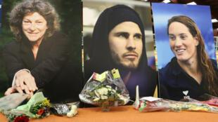 Les portraits des trois sportifs étaient dressés devant la scène.