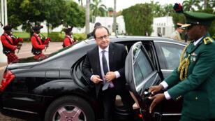 François Hollande à son arrivée à Abuja, au Nigeria, le 14 mai 2016.