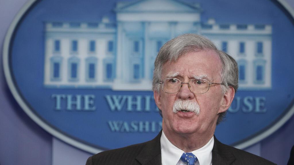 En esta foto de archivo tomada el 28 de enero de 2019, el asesor de seguridad nacional John Bolton habla durante una sesión informativa en la Sala de reuniones informativas de Brady de la Casa Blanca en Washington, DC, en Estados Unidos.