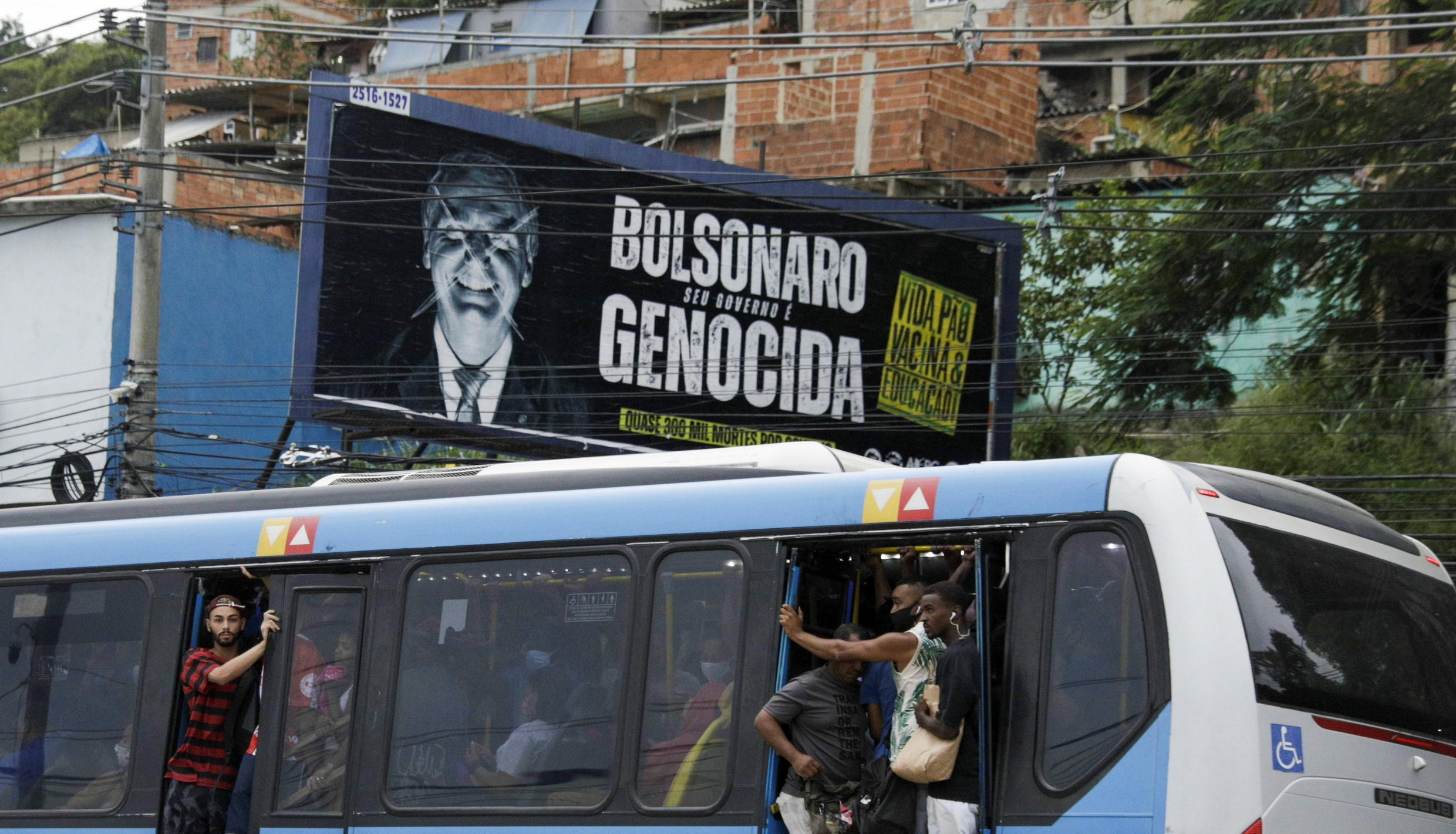 With pandemic out of control, army distances itself from Jair Bolsonaro